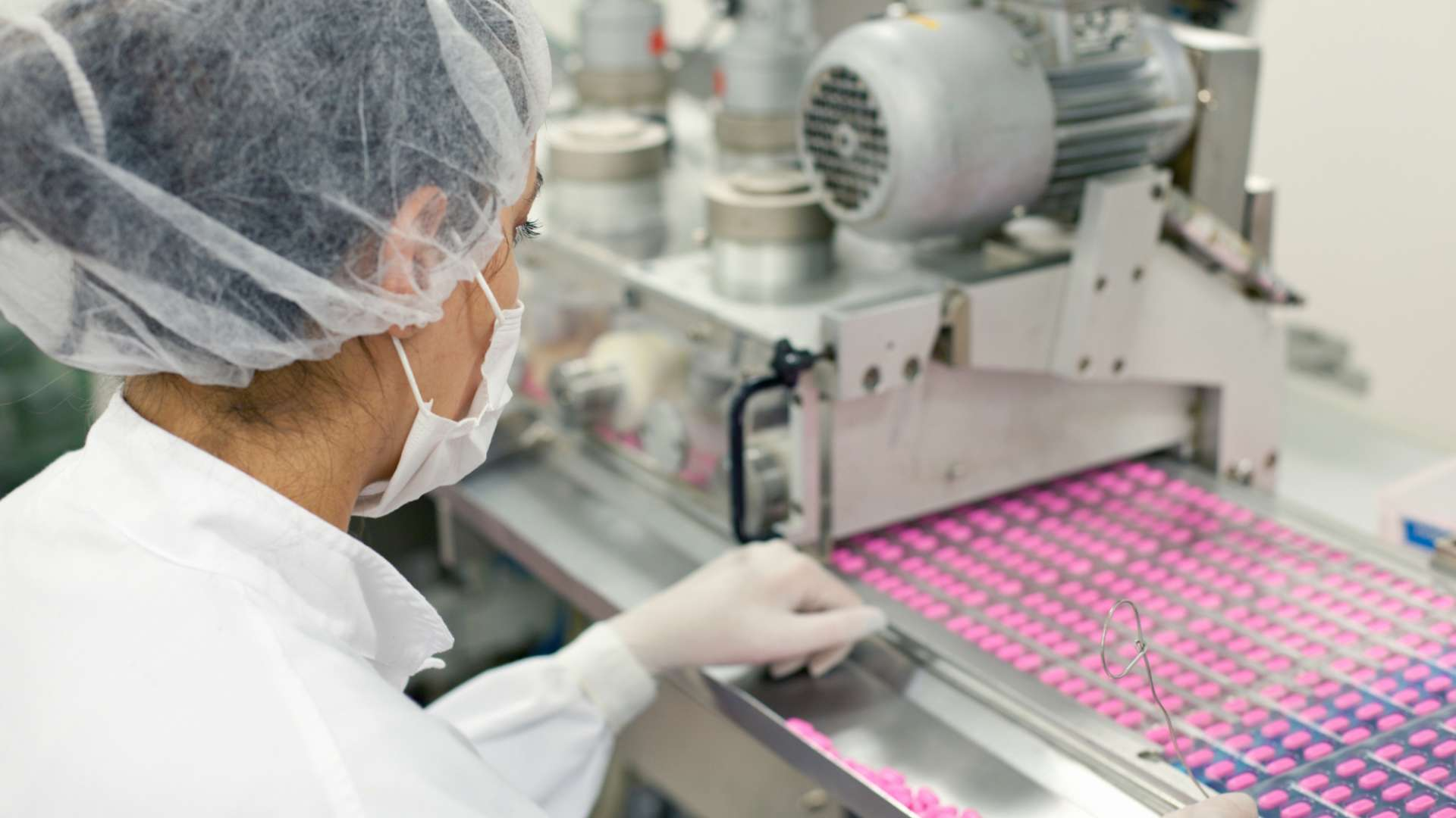 A woman working in a pharmaceutical manufacturing plant
